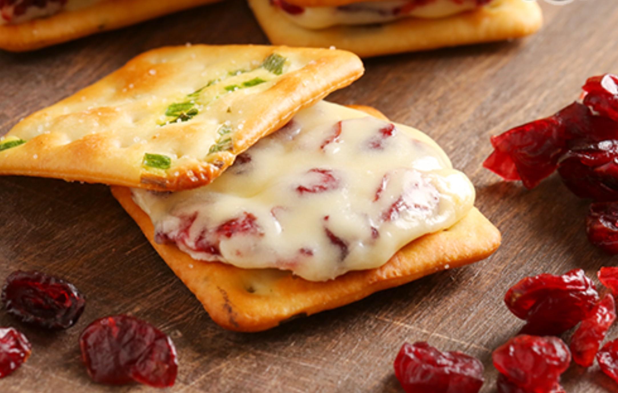 【蘿蒂烘焙坊】爆漿香酥厚實牛軋糖蔓越莓夾心餅(低糖/低熱量)/免運費 8~11包賣場(一包平均109)(可備註加購手提紙袋2元)